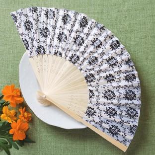 Eventail en soie blanc damassé noir baroque