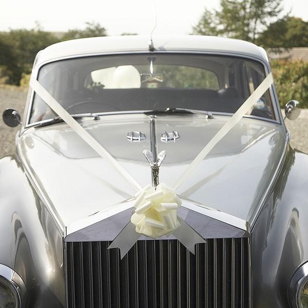 d coration voiture mariage ivoire id es et d 39 inspiration sur le mariage. Black Bedroom Furniture Sets. Home Design Ideas