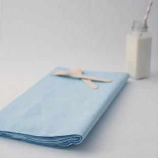 Nappe rectangulaire bleu ciel en papier